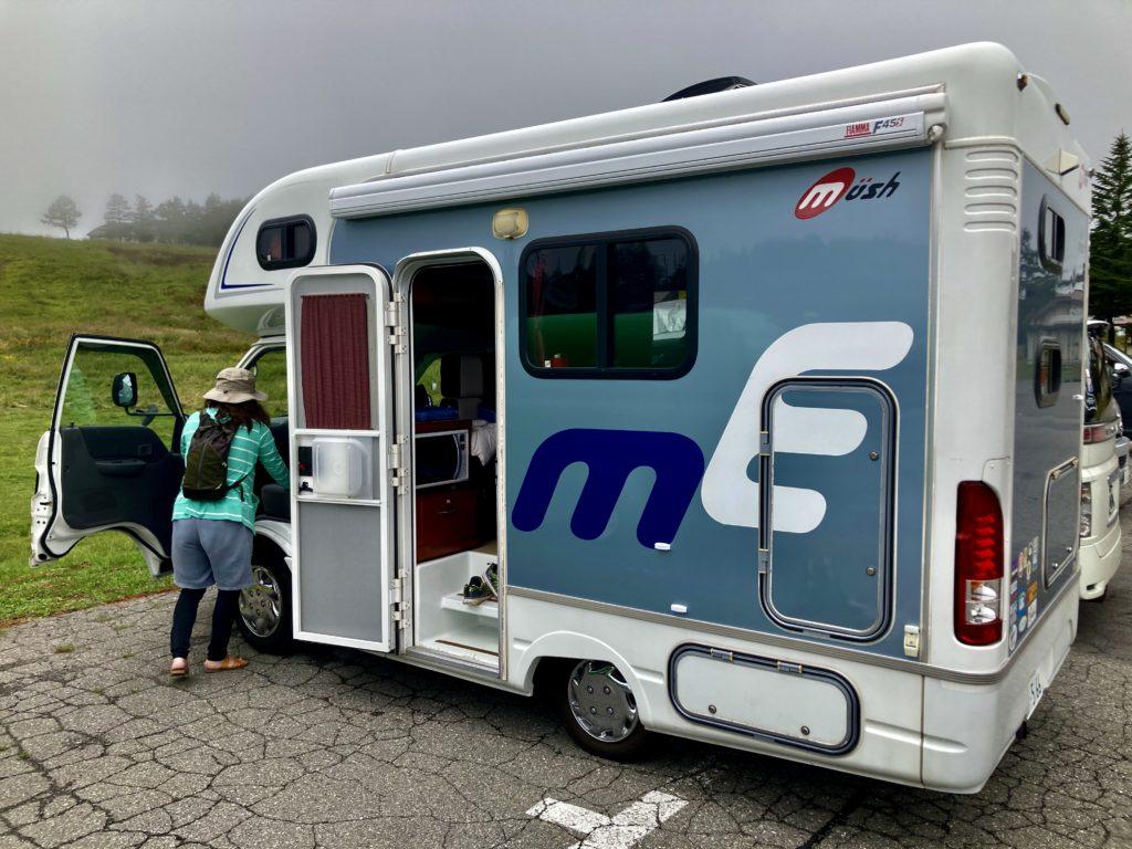 幌馬車くんと行く霧ヶ峰スキー場の車中泊でキャンピングカー