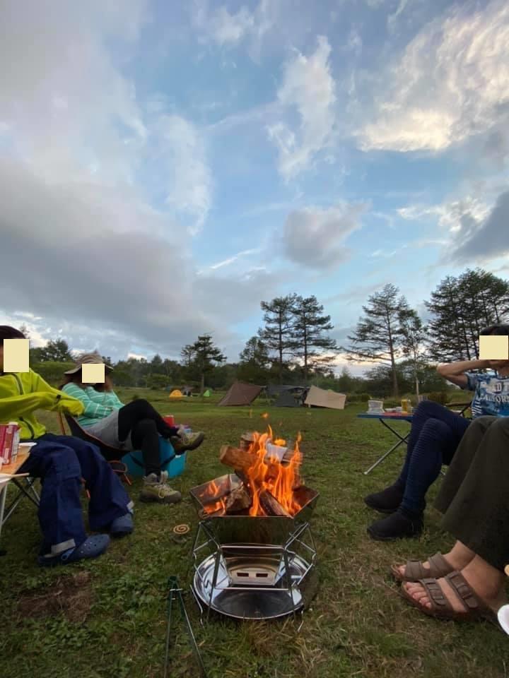幌馬車くんと行く霧ヶ峰スキー場の車中泊&霧ヶ峰キャンプで夕暮れの焚火