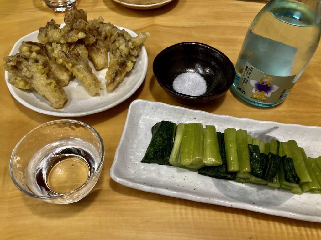野沢温泉のそば処「大茂ん」で日本酒と舞茸の天ぷら