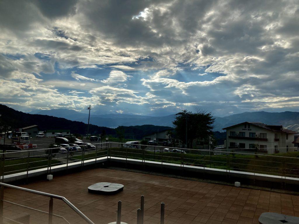 野沢温泉の日帰り温泉施設「スパリーナ」から見た夕日
