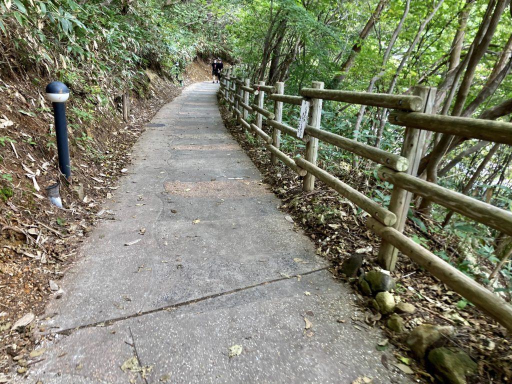草津温泉「天狗山第一駐車場」から湯畑までの遊歩道
