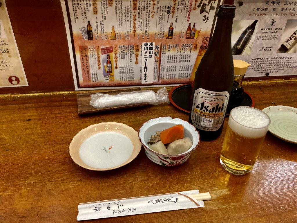草津温泉湯畑の居酒屋「三四郎」のお通しとビール