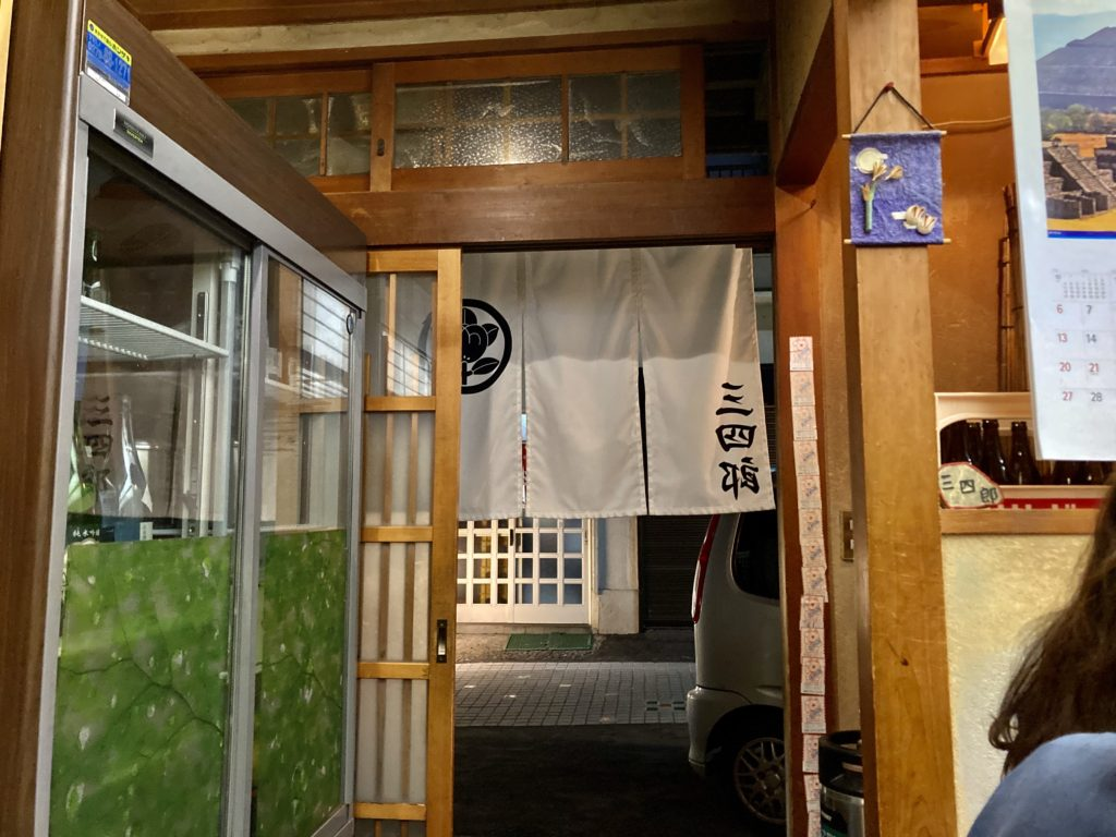 草津温泉湯畑の居酒屋「三四郎」の入口