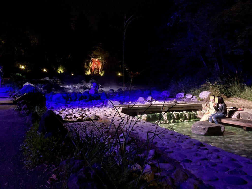 夜の西の河原公園の足湯