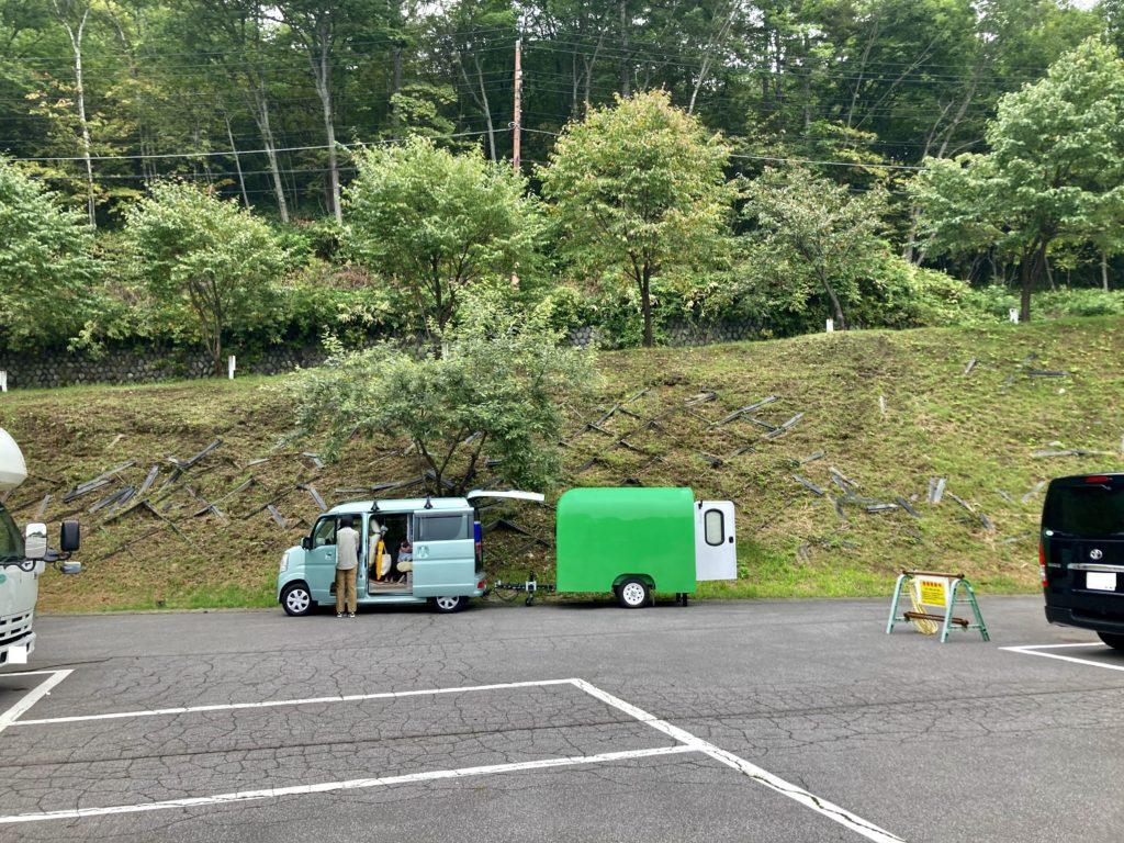 幌馬車くんと行くパルコール嬬恋への出発前の草津温泉「天狗山第一駐車場」の様子
