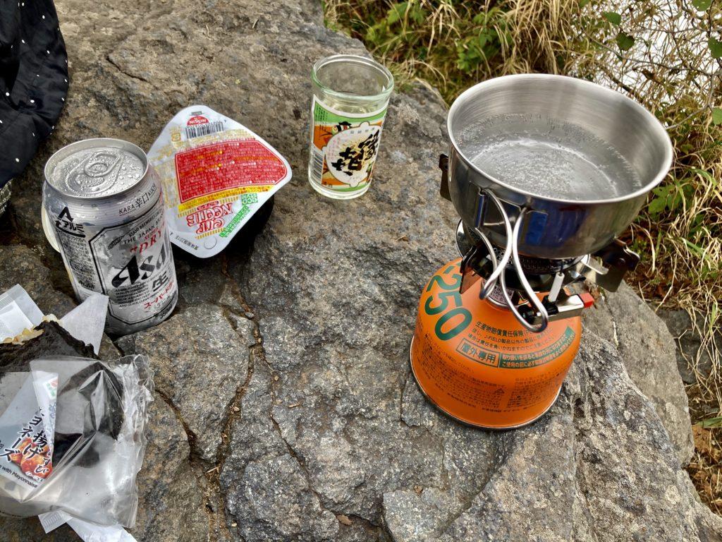 パルコール嬬恋ゴンドラ山頂からの四阿山登山の山頂で昼食
