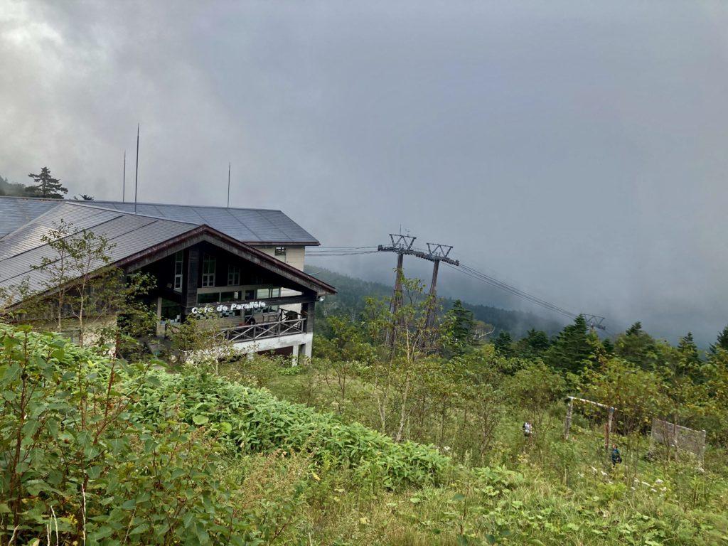 パルコール嬬恋ゴンドラ山頂からの四阿山登山からゴンドラ山頂駅に戻ってきました