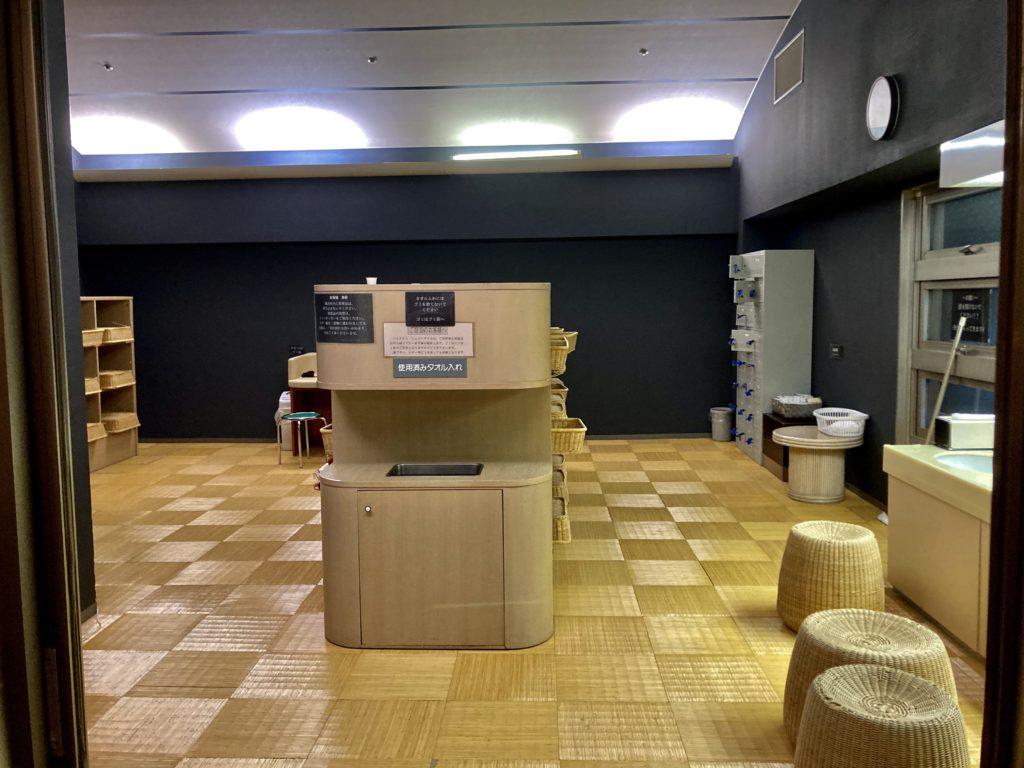 パルコール嬬恋リゾートホテルの天然温泉「四阿山の湯」脱衣所