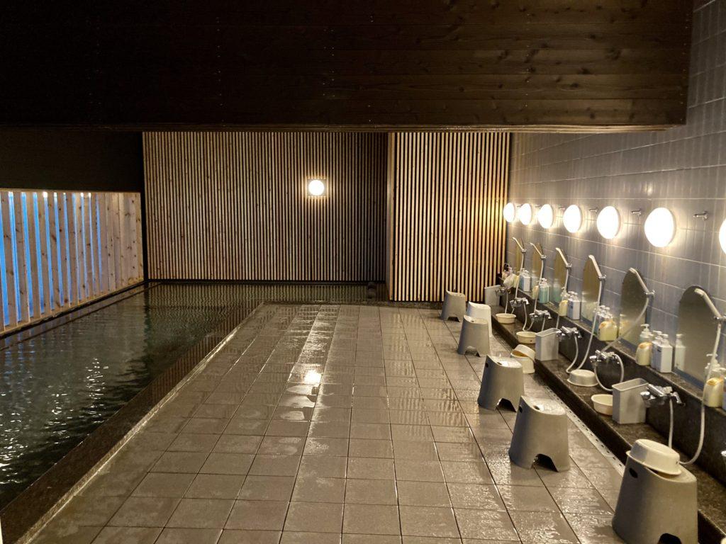 パルコール嬬恋リゾートホテルの天然温泉「四阿山の湯」内風呂