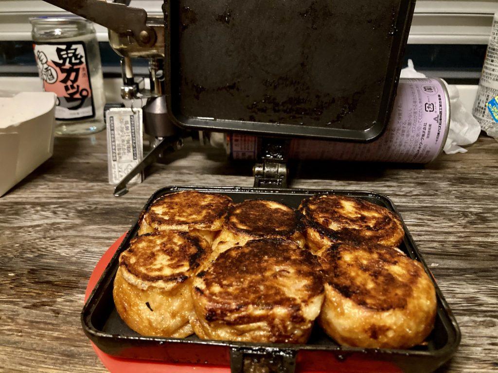 幌馬車くんと行くパルコール嬬恋「駐車場」車中泊でのホットサンドメーカーで作る料理 たこ焼き