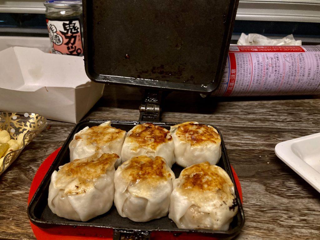 幌馬車くんと行くパルコール嬬恋「駐車場」車中泊でのホットサンドメーカーで作る料理 焼きシュウマイ