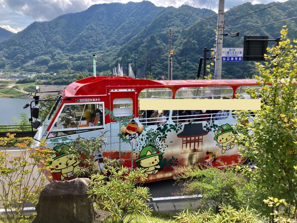 道の駅「八ッ場」の水陸両用車のYAMBAダックツアーの車両