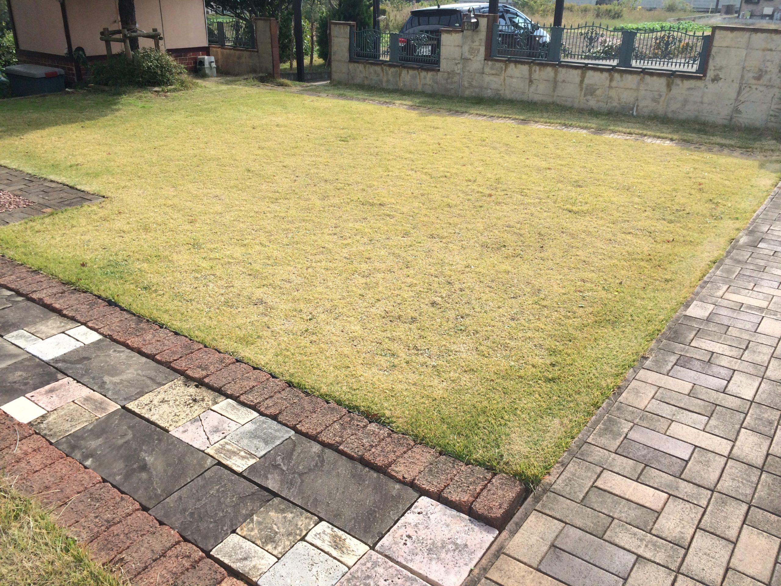 芝生とレンガの自作