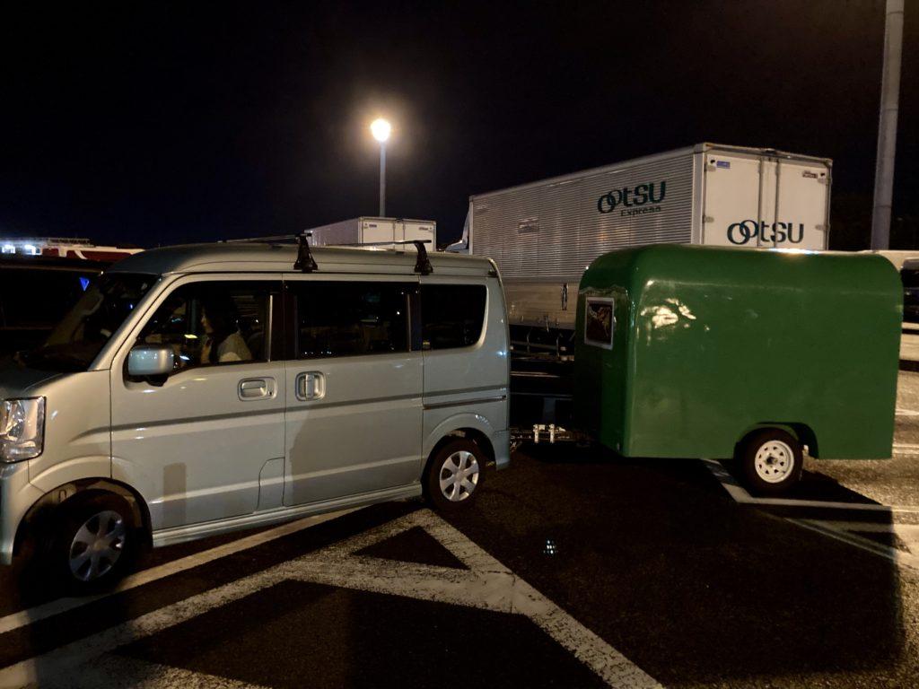 軽キャンピングトレーラーの幌馬車くんで行く東名高速道路「足柄SA」車中泊 駐車場に到着