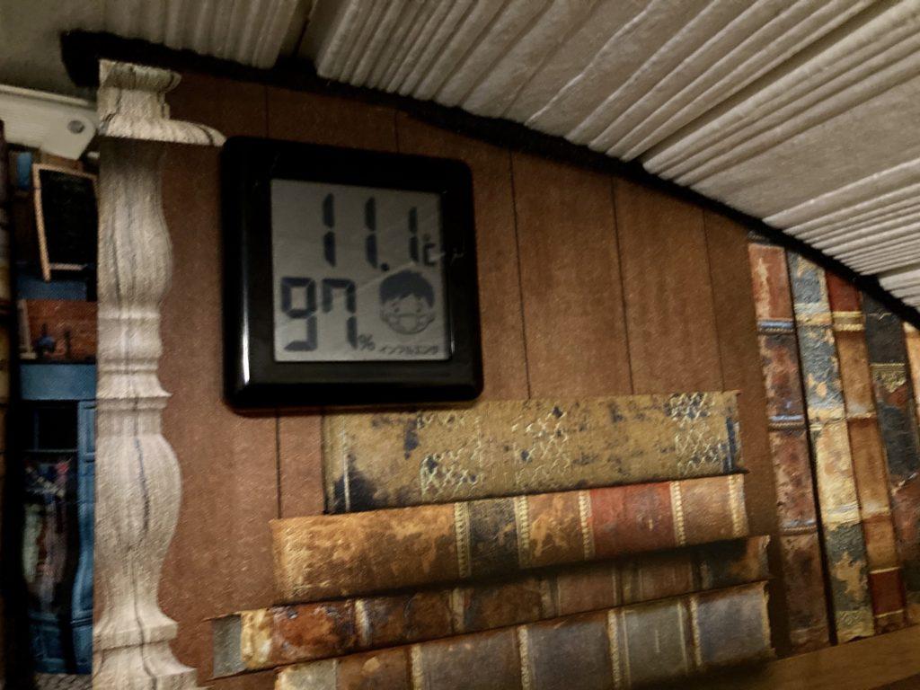 軽キャンピングトレーラーの幌馬車くんで行く東名高速道路「足柄SA」車中泊の10月室内気温