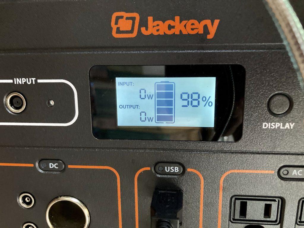 軽キャンピングトレーラーの幌馬車くんで行く東名高速道路「足柄SA」車中泊の1日使用したバッテリー残量