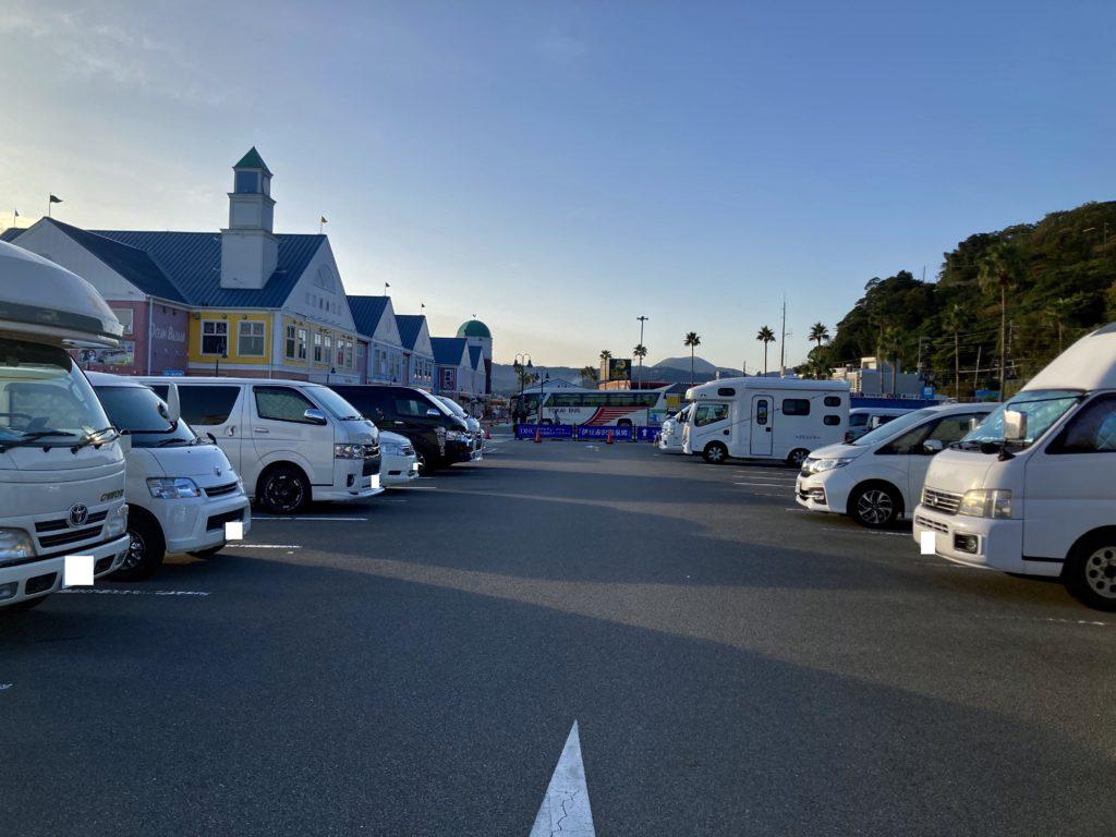 軽キャンピングトレーラーの幌馬車くんで行く伊豆の道の駅「伊東マリンタウン」の朝の風景