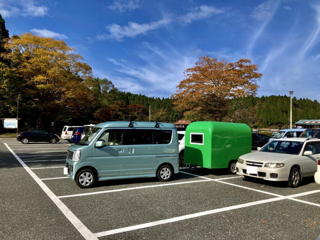 軽キャンピングトレーラーの幌馬車くんで行く箱根の芦ノ湖「P12箱根町園地駐車場」車中泊 駐車場に到着