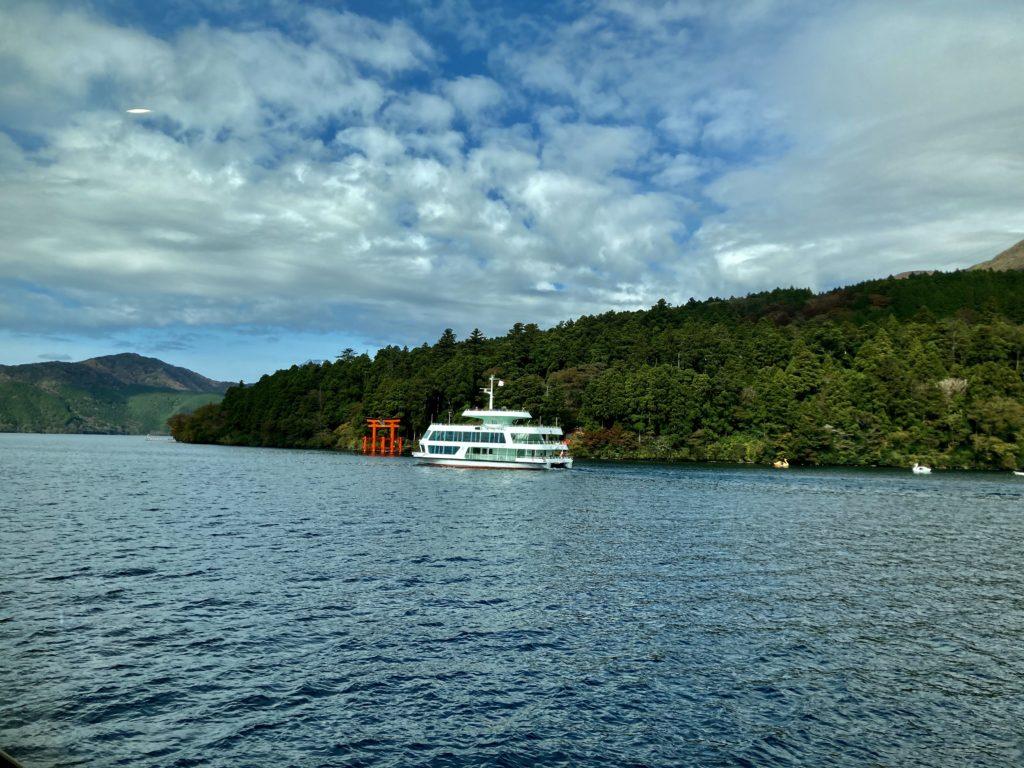 軽キャンピングトレーラーの幌馬車くんで行く箱根の芦ノ湖と大涌谷の観光 芦ノ湖の船旅