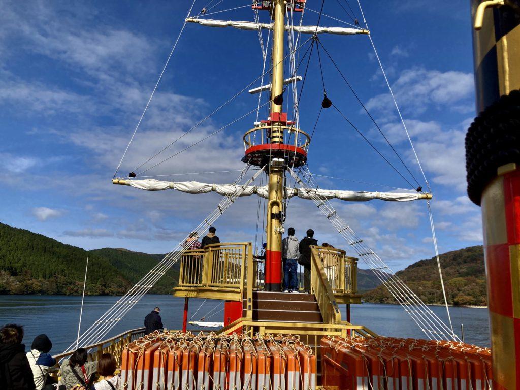 軽キャンピングトレーラーの幌馬車くんで行く箱根の芦ノ湖と大涌谷の観光 海賊船の船旅 甲板