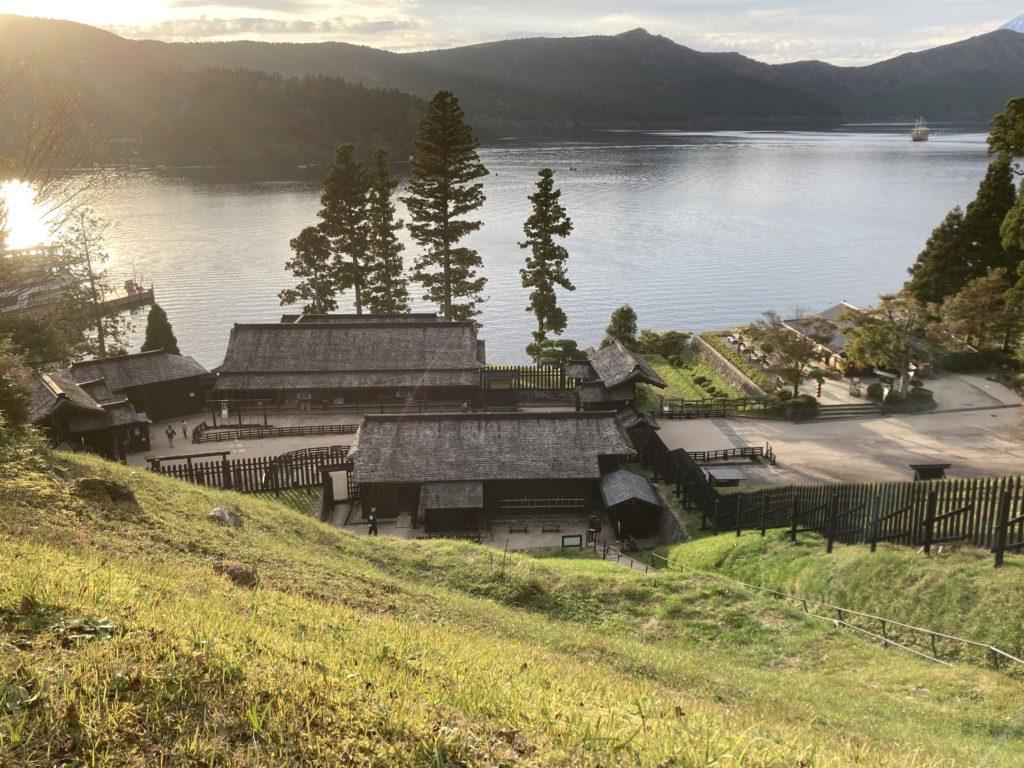 軽キャンピングトレーラーの幌馬車くんで行く箱根の芦ノ湖と箱根関所観光