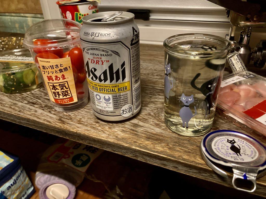 軽キャンピングトレーラーの幌馬車くんで行く箱根の芦ノ湖「P12箱根町園地駐車場」車中泊での食事 日本酒で乾杯