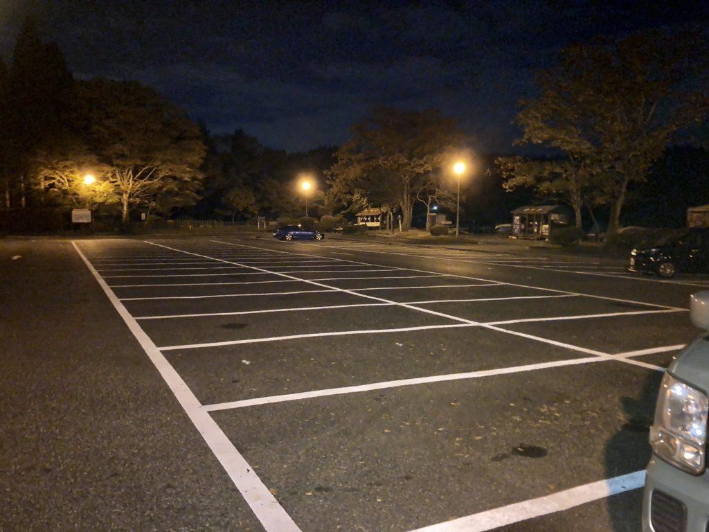 軽キャンピングトレーラーの幌馬車くんで行く箱根の芦ノ湖「P12箱根町園地駐車場」車中泊の夜の様子