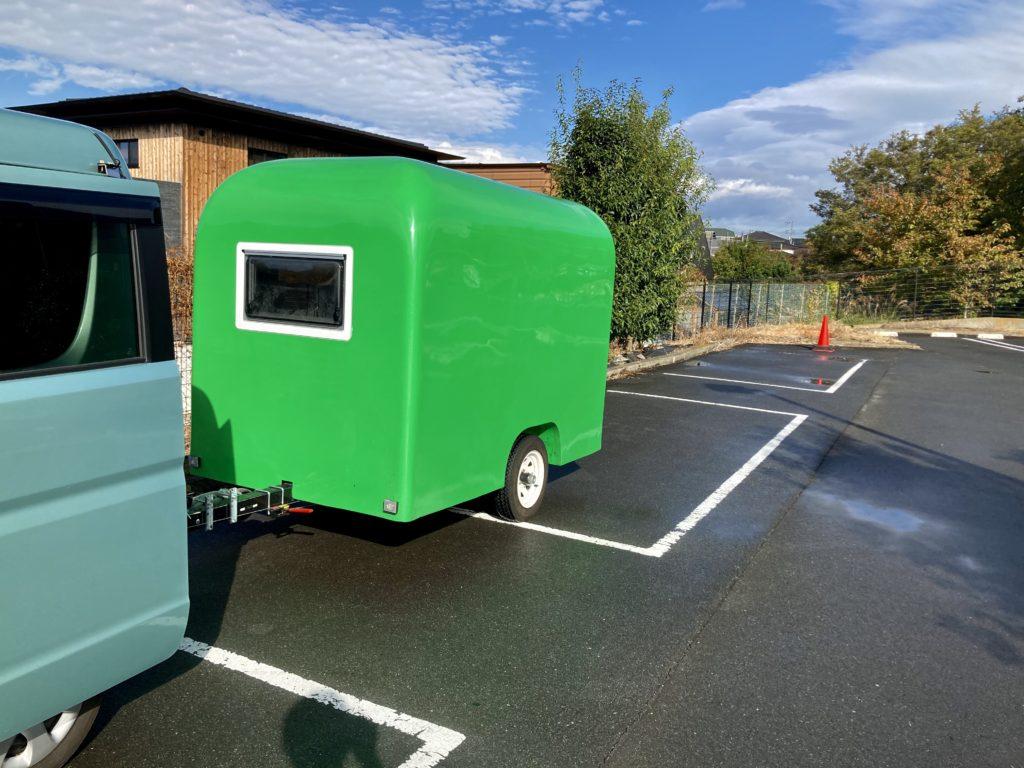 軽キャンピングトレーラーの幌馬車くんで行く三島の日帰り温泉施設「極楽湯」の縦列駐車