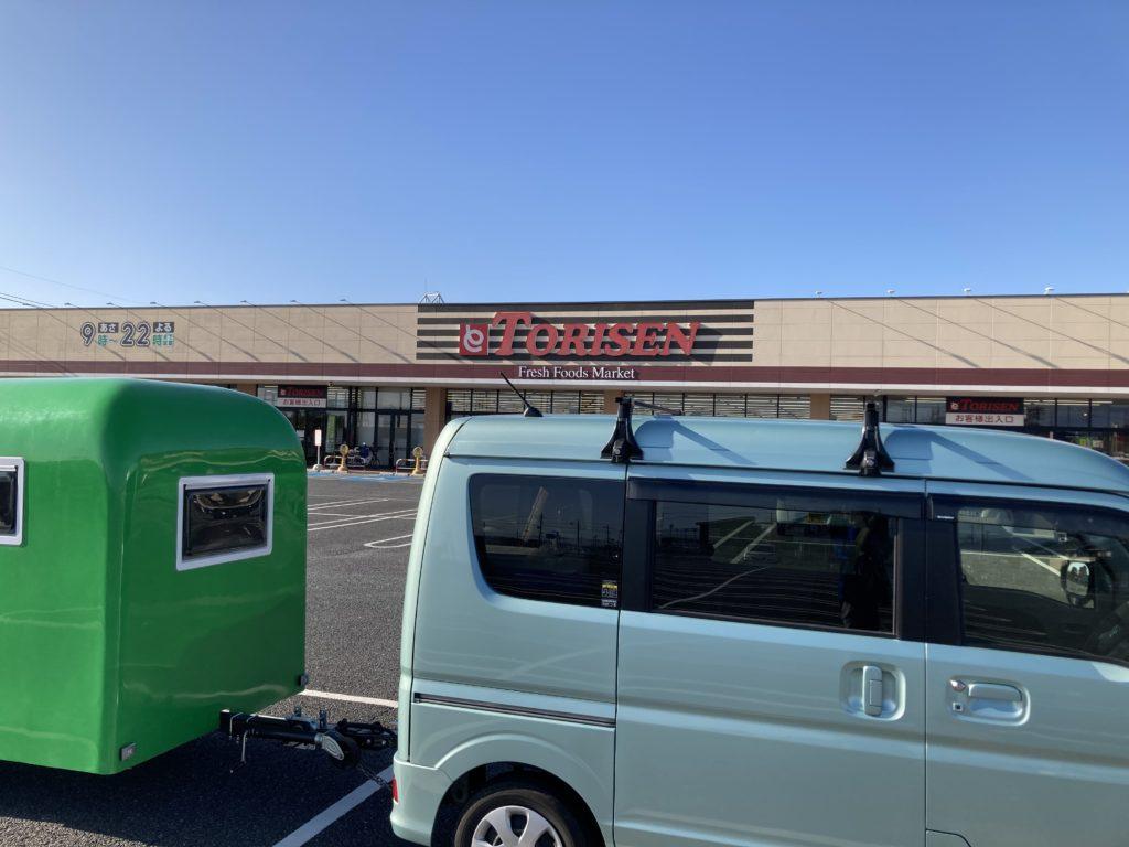 軽キャンピングトレーラーの幌馬車くんで行く渋川市総合公園キャンプ場のスーパー買い出し