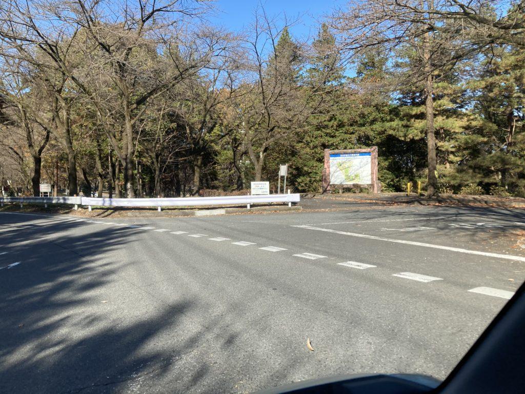 軽キャンピングトレーラーの幌馬車くんで行く渋川市総合公園キャンプ場の入口