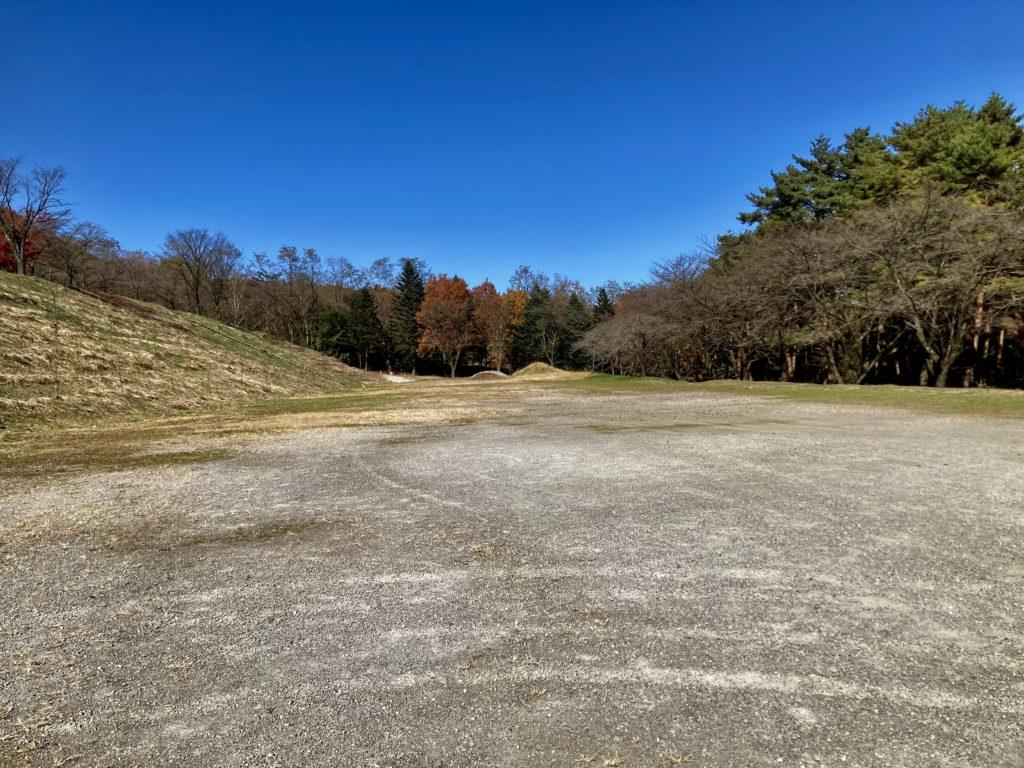 軽キャンピングトレーラーの幌馬車くんで行く渋川市総合公園キャンプ場の専用駐車場