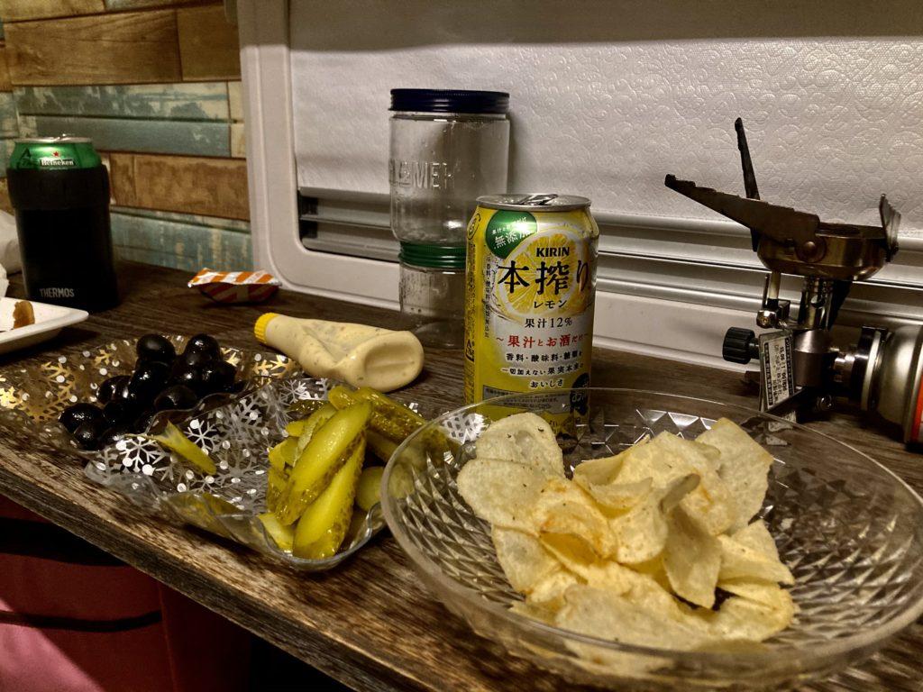 軽キャンピングトレーラーの幌馬車くんで行く渋川市総合公園キャンプ場の駐車場でトレーラー飲み&宿泊