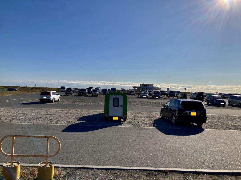 幌馬車くんと行く軽キャンピングトレーラー車中泊で大洗サンビーチ駐車場に泊まる多目的広場(小)と津波避難施設付近の駐車場