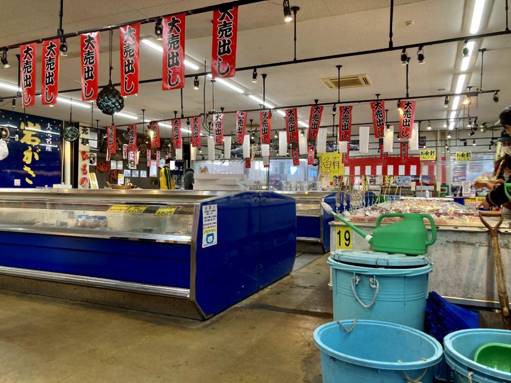大洗サンビーチ駐車場に泊まる際の大洗海鮮市場に徒歩で行ってみた
