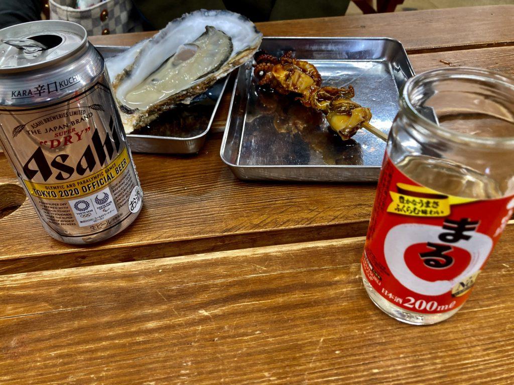 大洗海鮮市場で日本酒と牡蠣と海鮮焼き