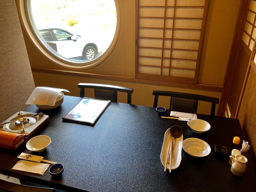 大洗サンビーチ近くの宮田であんこう鍋づくしコースを食べた時の個室