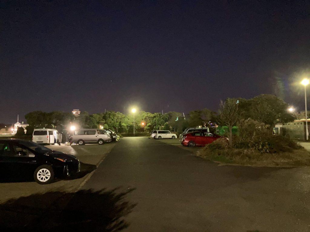 幌馬車くんと行く軽キャンピングトレーラー車中泊で大洗サンビーチ駐車場に泊まる時の夜の大洗町営第二駐車場