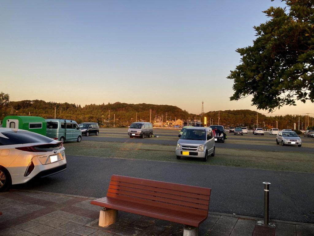 幌馬車くんと行く軽キャンピングトレーラー車中泊で大洗サンビーチ駐車場に泊まる朝の写真