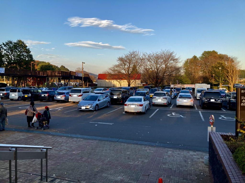 道の駅「宇都宮ろまんちっく村」の第一駐車場の様子