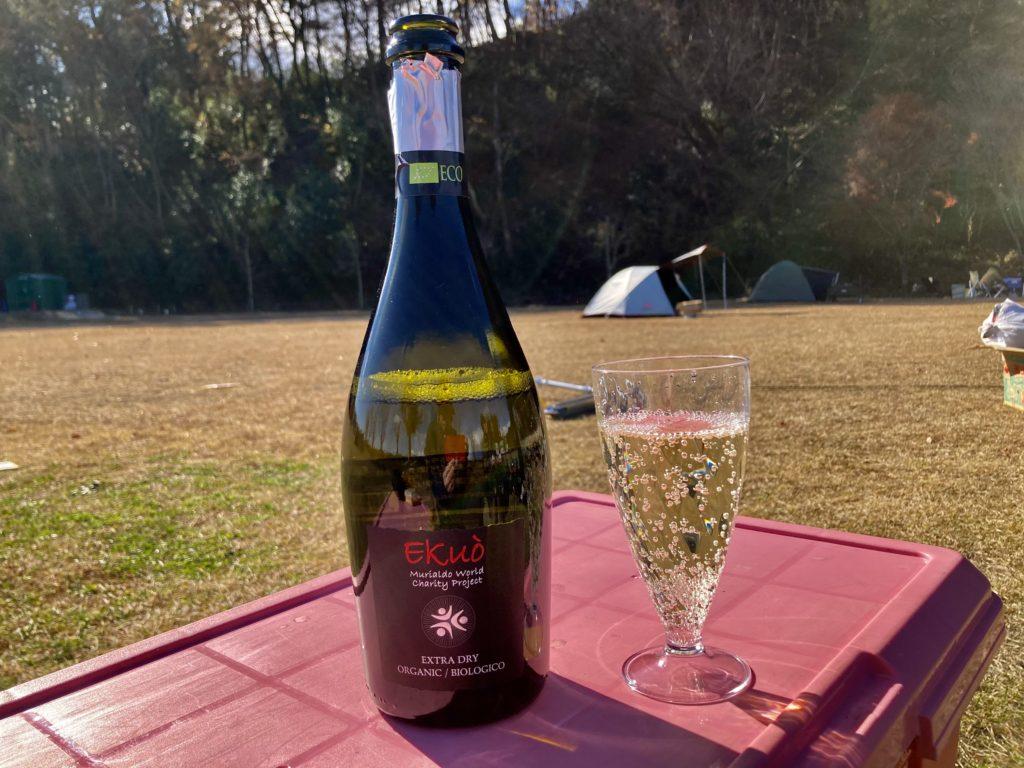 矢板 城の湯キャンプ場でスパークリングワインで乾杯