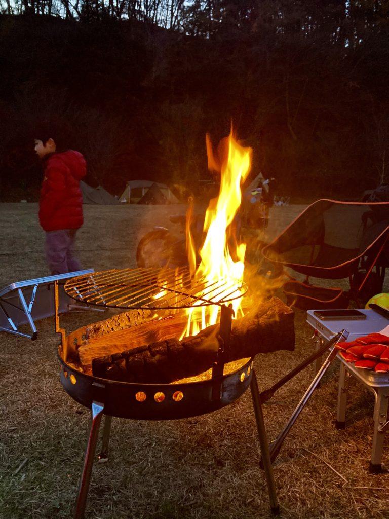 矢板 城の湯キャンプ場で焚火中