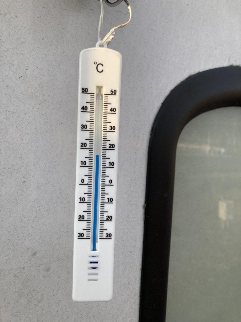 幌馬車くんと行く軽キャンピングトレーラー車中泊でかんなの湯電源付き駐車場車中泊の12月の気温