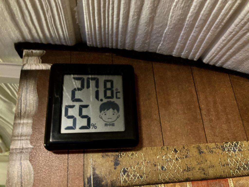 幌馬車くんと行く軽キャンピングトレーラー車中泊でかんなの湯電源付き駐車場車中泊のトレーラーの中のセラミックヒーターで温めた温度