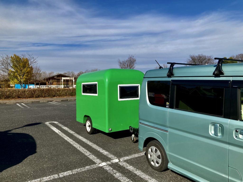 幌馬車くんと行く軽キャンピングトレーラー車中泊でかんなの湯バーベキュー施設&電源付き駐車場車中泊で駐車場に到着