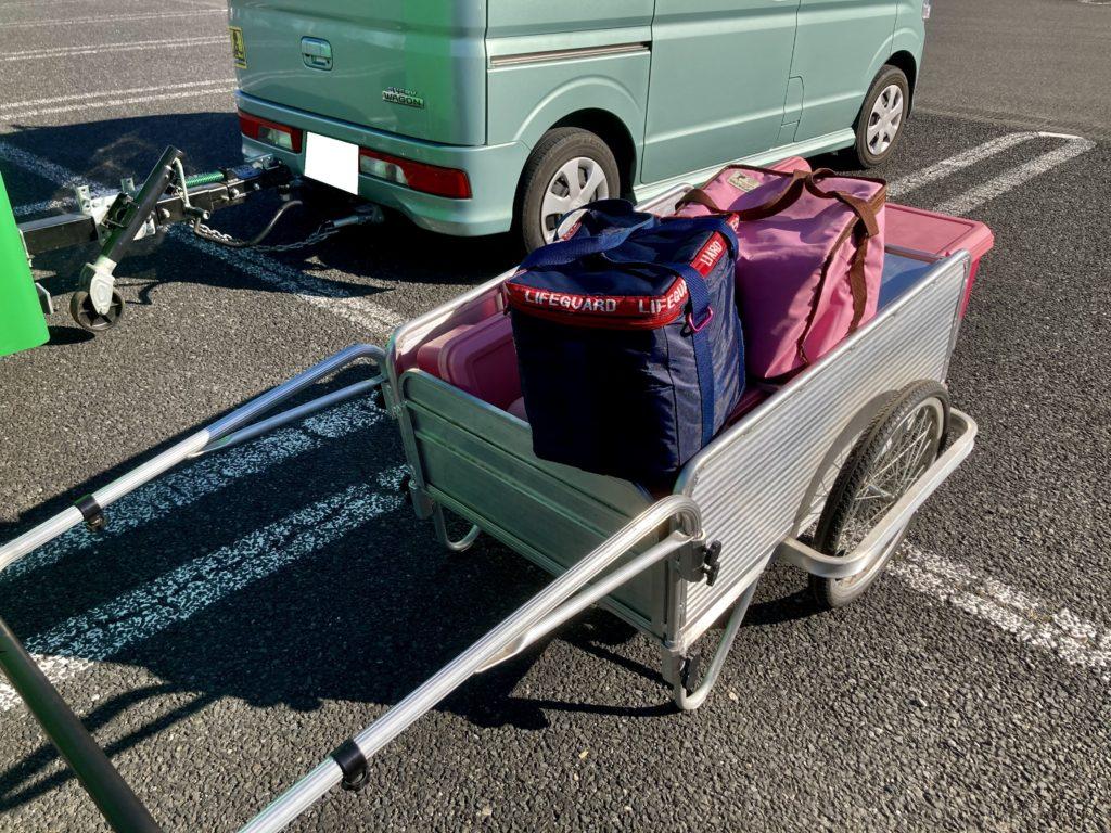 幌馬車くんと行く軽キャンピングトレーラー車中泊でかんなの湯バーベキュー施設へリヤカーで荷物を運ぶ