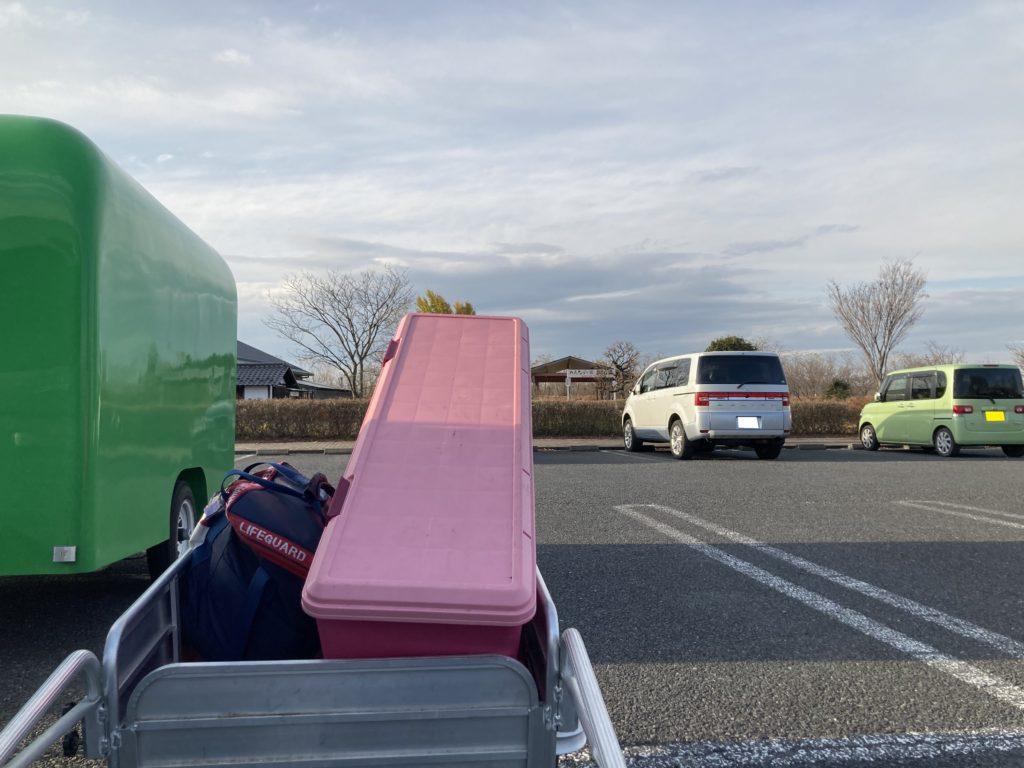 幌馬車くんと行く軽キャンピングトレーラー車中泊でかんなの湯バーベキュー施設からリヤカーで荷物を運ぶ