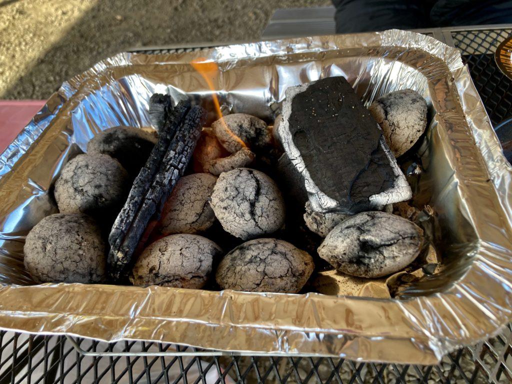かんなの湯バーベキュー施設で100均のインスタントコンロを使ってみる。火が起きた