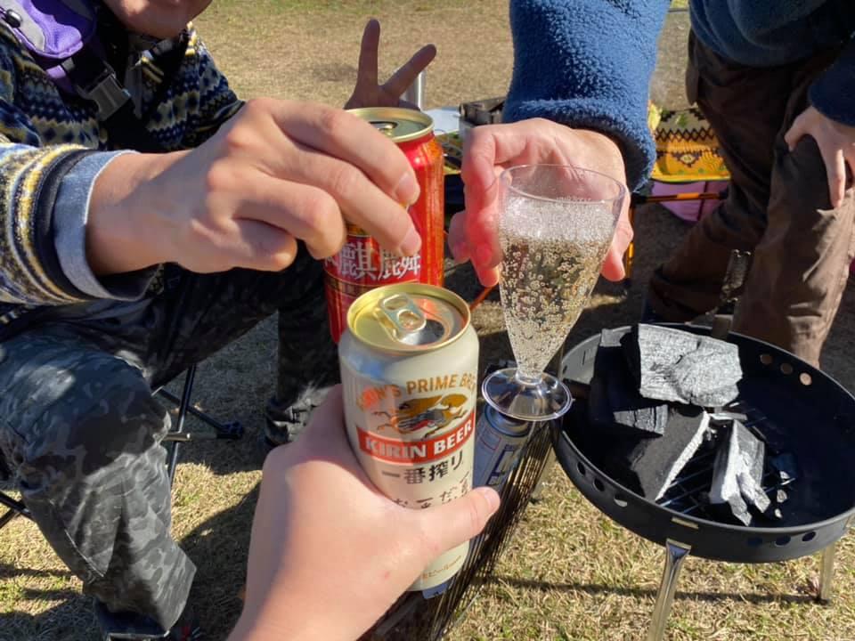 矢板 城の湯キャンプ場で焚火しながら飲み会のスタート。乾杯