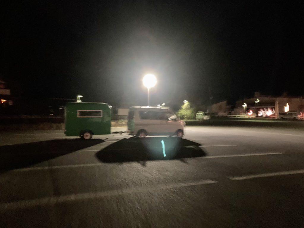 キャンピングトレーラーの幌馬車くんといくまねきの湯駐車場車中泊