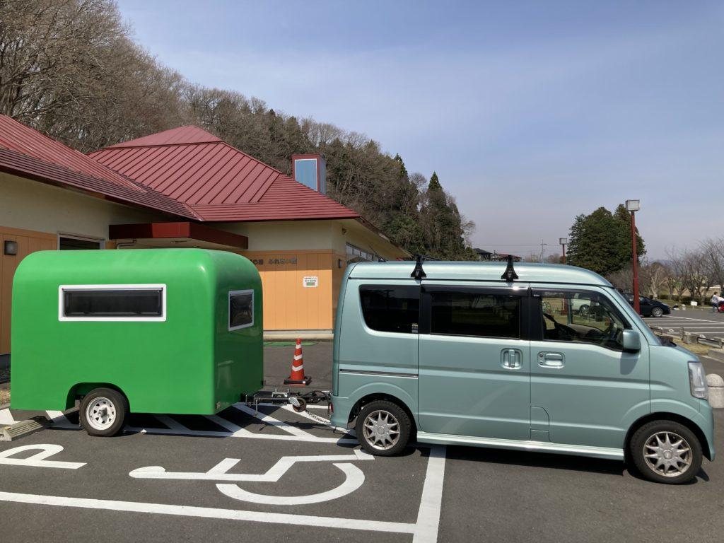 幌馬車くんと行く軽キャンピングトレーラー車中泊で矢坂城の湯RVパーク&バーベキューでふれあい館の身体障害者駐車場